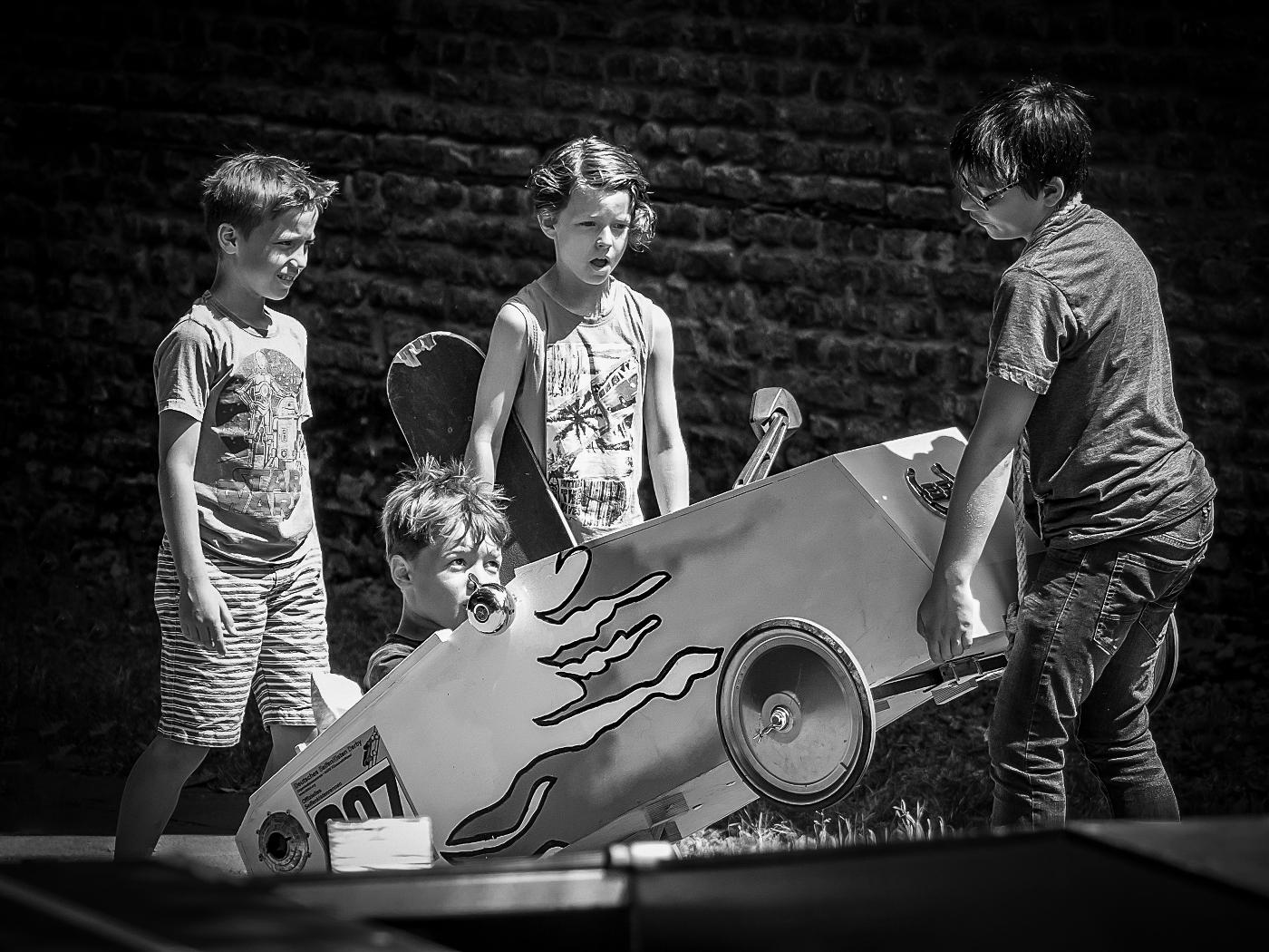 Start zum Seifenkistenrennen    ©  Wolfgang Röser