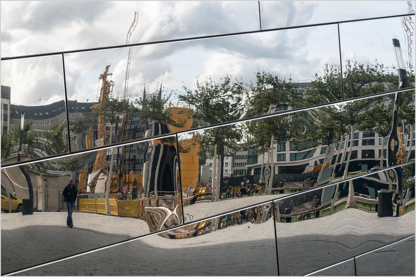 Spiegelung Düseldorf  |  © Michael Rettberg