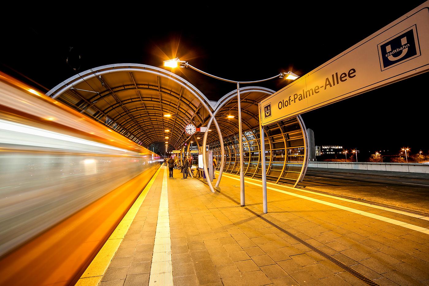 Vorsicht vor der Bahnsteigkante | © Fred Eversmann