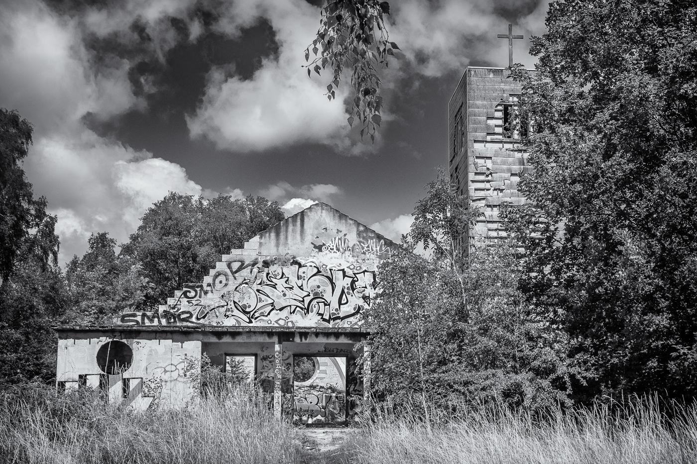 Lost Places - Kirche 2   © Roland Gras