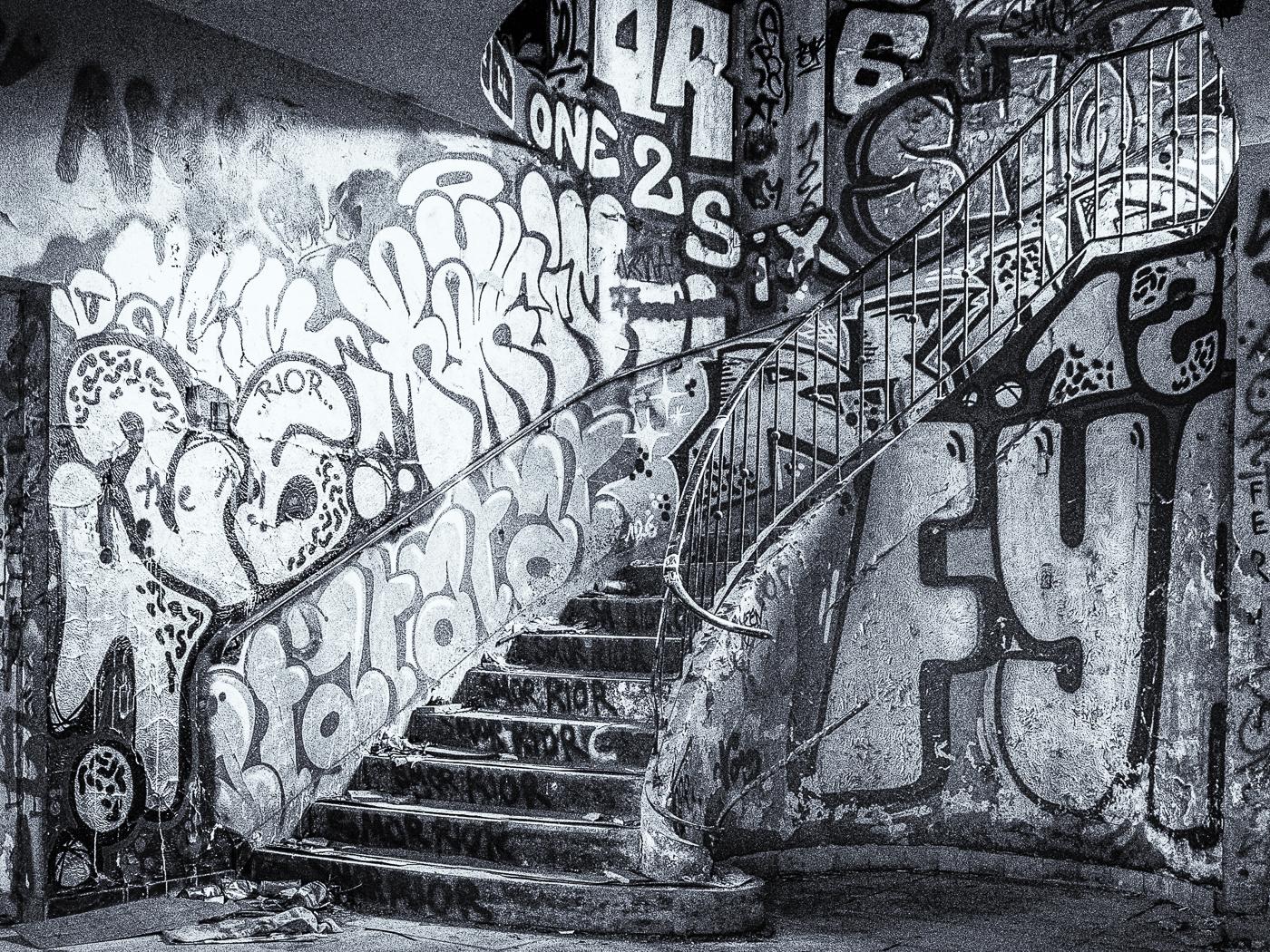 Lost Places - Treppenhaus 1   © Roland Gras