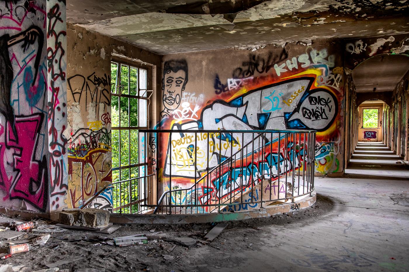 Lost Places - Treppenhaus 02   © Roland Gras