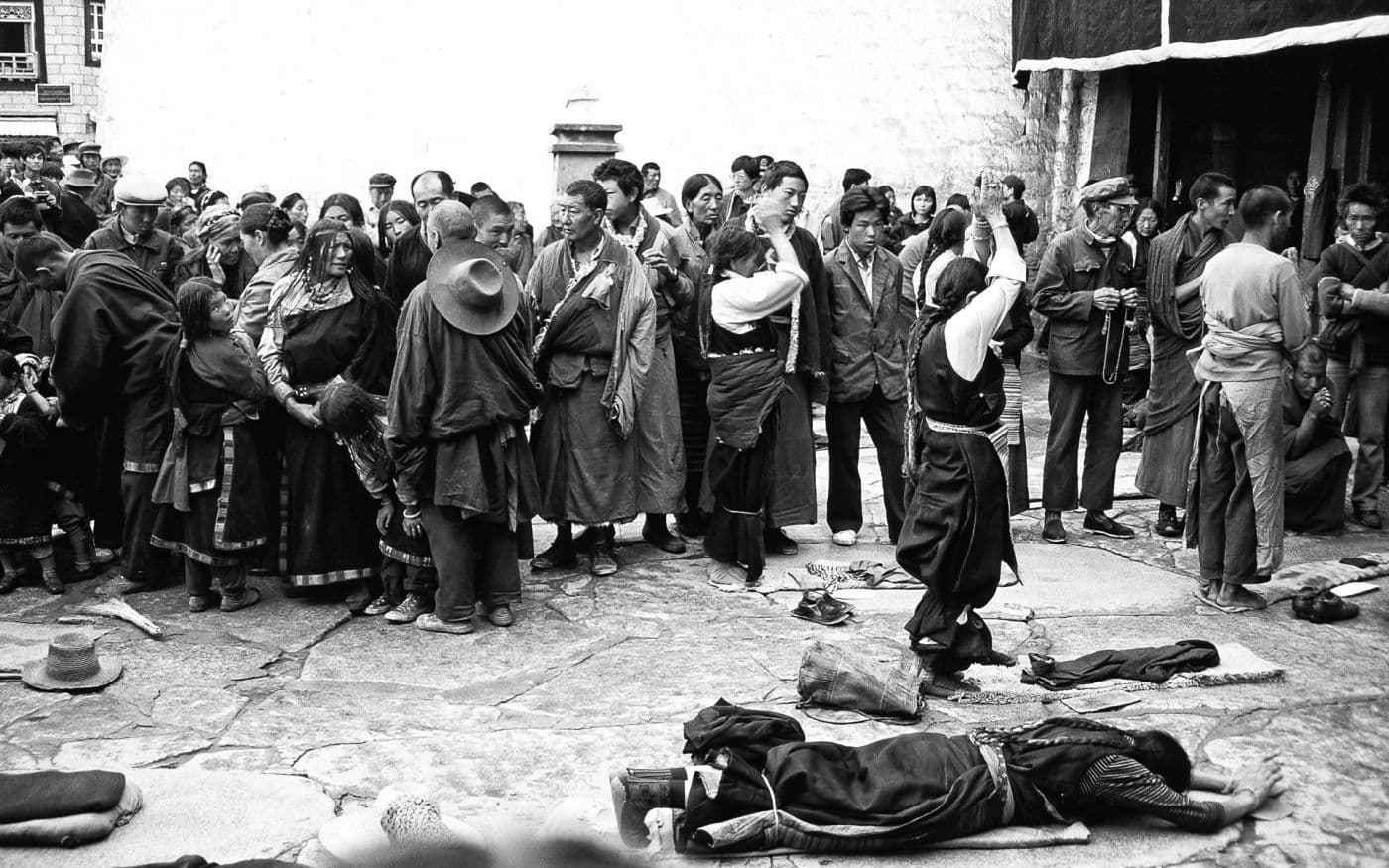 Annahme: Vor dem Jokhang | © Fred Eversmann